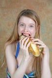 Jeść smakowitą kanapkę Obraz Stock