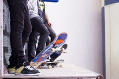 Jeździć na łyżwach internów na drymbie Zdjęcia Royalty Free