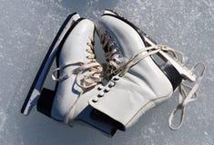 jeździć na łyżwach kobiety Fotografia Royalty Free