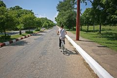 Jeździć na rowerze Bagan drogę Obrazy Royalty Free