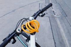 Jeździć na rowerze na drodze Fotografia Royalty Free