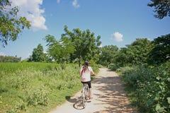 Jeździć na rowerze w Bagan Zdjęcie Royalty Free