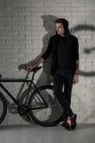 Jeździć na rowerze w modnisia stylu Obrazy Stock