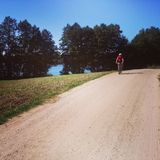 Jeździć na rowerze w wsi Zdjęcie Stock