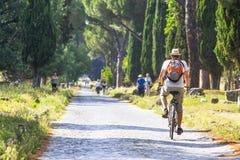 Jeździć na rowerze wzdłuż Appia Antica zdjęcie royalty free