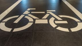 Jeździć na rowerze znaka, Rowerowy Drogowy znak zdjęcia stock