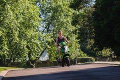 Jeździec hulajnoga rower Zdjęcia Royalty Free