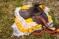 Jeździec skóry combery na ziemi w miejscowym zdjęcia royalty free