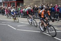 Jeźdzowie w wycieczki turysycznej de Yorkshire cyklu ścigają się w Jork Zdjęcie Stock