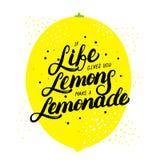 Jeżeli życie daje ciebie cytryny robią lemoniadzie wręczać pisać literowanie Zdjęcie Stock