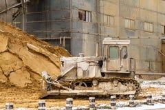 Jeżeli ty pracujesz równie dużo jak ten buldożer, ty patrzejesz złym zbyt fotografia royalty free
