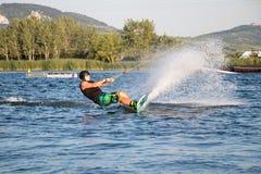 Jeździec wakeboarding w kablowym kilwateru parku Merkur Obraz Stock
