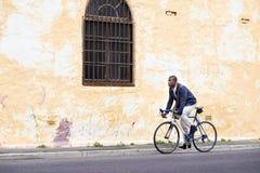 Jeździecki roweru murzyn Zdjęcia Stock