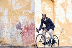 Jeździecki roweru murzyn Obrazy Stock