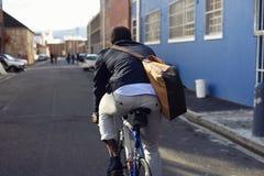 Jeździecki roweru murzyn Zdjęcia Royalty Free
