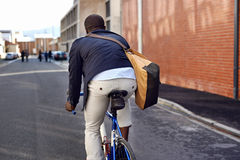 Jeździecki roweru murzyn Fotografia Royalty Free
