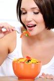 je karmowego dziewczyny warzywa jarosza Fotografia Royalty Free