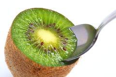 je kiwifruit przygotowywającego Zdjęcia Stock