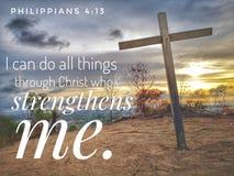 Je peux faire tout des choses par le Christ qui me renforce avec la conception de fond de coucher du soleil pour le christianisme photographie stock libre de droits