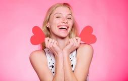 Je serai votre Valentine Salutation romantique Ventes de jour de valentines femme avec le coeur décoratif datte femme heureuse de images stock