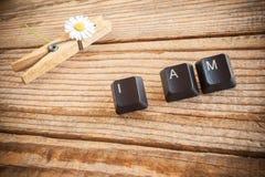 Je suis ai écrit avec des clés de clavier sur le fond en bois Images stock