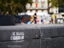 Je Suis Charlie grafitti på Place de la Republique Arkivfoton