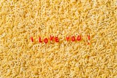 Je t'aime ! écrit avec des pâtes d'alphabet Photographie stock libre de droits