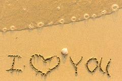Je t'aime - écrit sur la plage sablonneuse Images stock