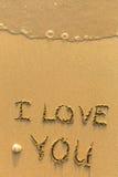 Je t'aime - dessiné sur la plage de sable Photographie stock libre de droits