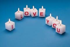 Je t'aime estampé sur des bougies. Photographie stock