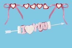 Je t'aime flèche avec des coeurs Photo stock