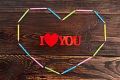 Je t'aime inscription sur le fond en bois Image stock