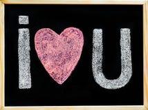Je t'aime main de message écrite avec la craie sur le tableau noir Photos stock