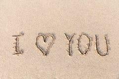 Je t'aime manuscrit en sable pour naturel Images stock