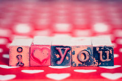 Je t'aime message avec des blocs de lettre Photos stock