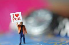 Je t'aime message dans le papier avec le beau fond Image stock
