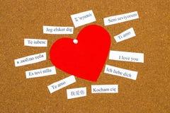 Je t'aime Mots imprimés sur le papier dans différentes langues Image stock