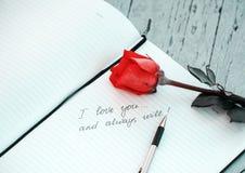 Je t'aime note écrite par main Image libre de droits