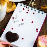 Je t'aime note dans Valentine Day Settings Images libres de droits