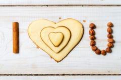 Je t'aime phrase disposée avec le numéro 1 de biscuits Photo libre de droits