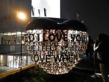 Je t'aime sculpture en coeur en métal Image libre de droits