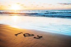 Je t'aime sur la plage de sable Image stock