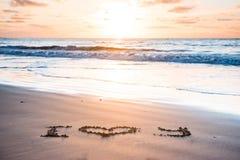 Je t'aime sur la plage de sable Images stock