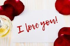 Je t'aime sur le livre blanc avec des roses Photos stock