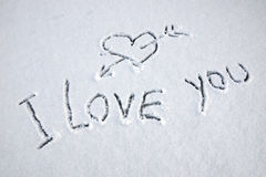 Je t'aime texte écrit sur la neige Image stock