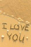 Je t'aime - texte écrit sur la plage sablonneuse Photographie stock