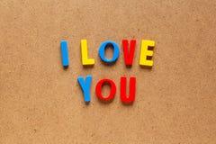 Je t'aime texte sur le fond de carton Photos stock