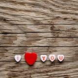 Je t'aime texte sur les coeurs miniatures Photographie stock libre de droits