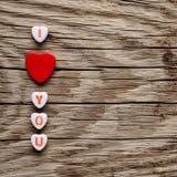 Je t'aime texte sur les coeurs miniatures Photographie stock