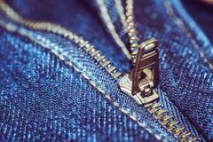 Jean με το χρυσό φερμουάρ Επιλεγμένη εστίαση Στοκ φωτογραφία με δικαίωμα ελεύθερης χρήσης